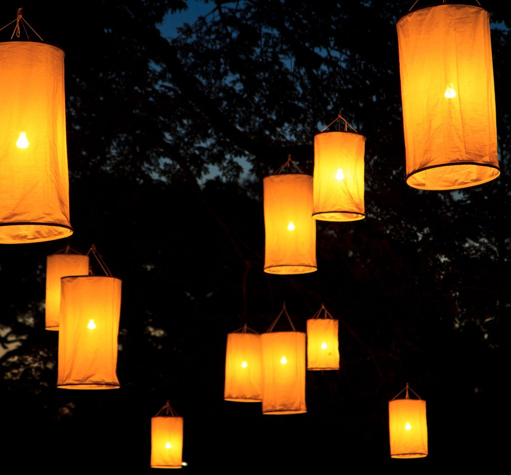 shu_163437254-FloatingLanterns-web2